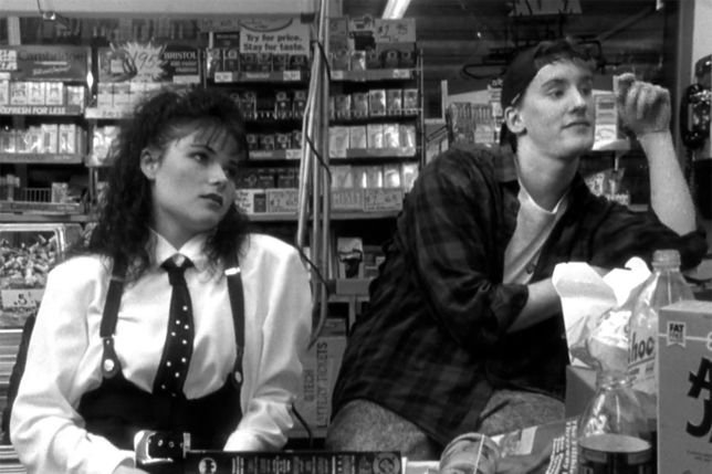 """Lisa Spoonauer i Jeff Anderson w filmie """"Sprzedawcy"""""""