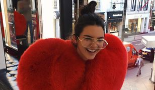 Kendall Jenner też walczy z trądzikiem na plecach. Jej dermatolog radzi, jak się go pozbyć