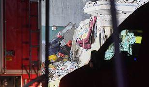 Strażacy zapowiadają, że nie odpuszczą akcji, dopóki nie przeszukają całego gruzowiska