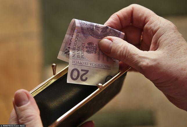 Pensje w dół przez koronawirusa. Ile możesz stracić?