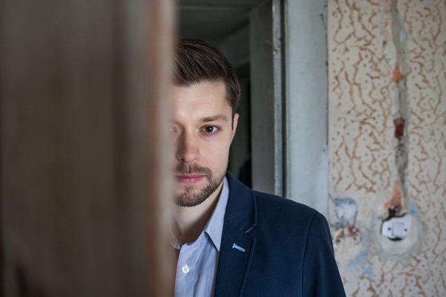 """""""Chyłka"""" Remigiusza Mroza wkrótce w telewizji. Dzięki pisarzowi TVN zrobi milowy krok"""