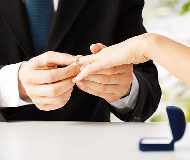 Wybór pierścionka zaręczynowego to wyzwanie dla mężczyzn