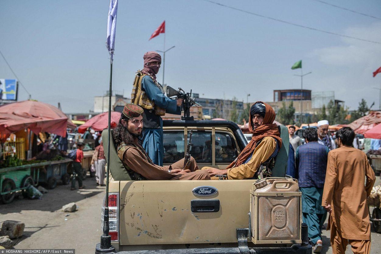 Talibowie po wkroczeniu do Kabulu (HOSHANG HASHIMI/AFP/East News)