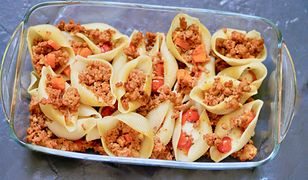 Makaronowe muszle z mozzarellą i mięsem