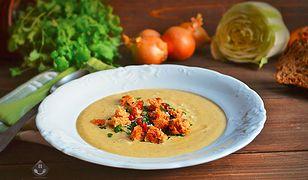 Zupa z kapusty pekińskiej z jarzynami i parmezanem