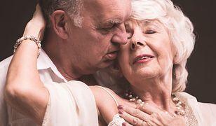 Dla singielek najlepszy seks jest w wieku 66 lat.