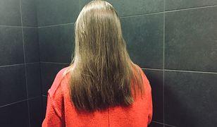 Problem z suchym szamponem jest jeden - białe plamy po jego zastosowaniu.