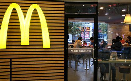 """""""Tego nie jedz w McDonald's"""". Pracownicy ostrzegają na forum, firma odpowiada"""
