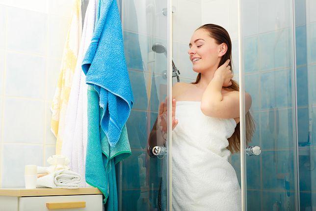 Żele pod prysznic, które nie wysuszają skóry. Podpowiadamy, po które warto sięgnąć i czego szukać w składzie