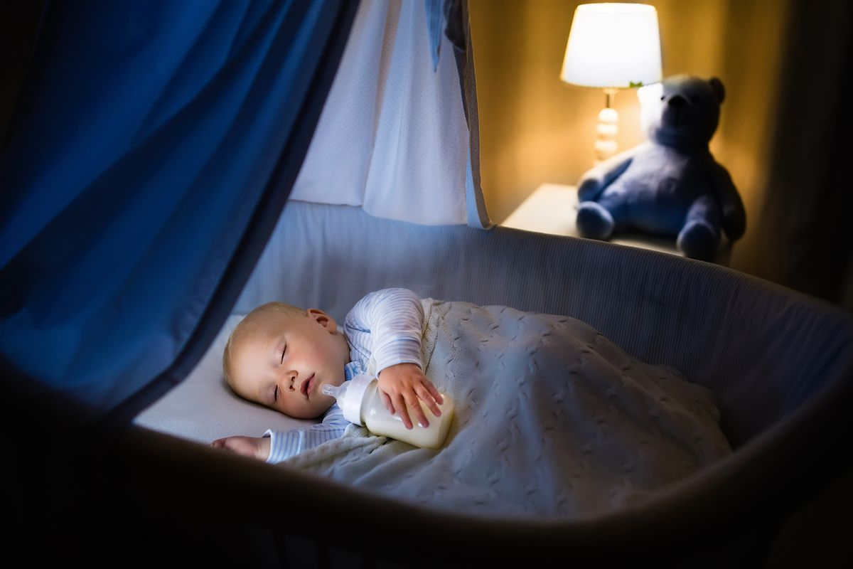 Zamiast pomóc zasnąć, utrudnia sen i szkodzi zdrowiu