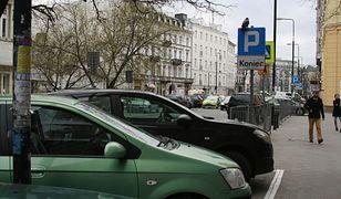 Warszawie przybędzie 298,5 tysięcy kompletów tablic samochodowych
