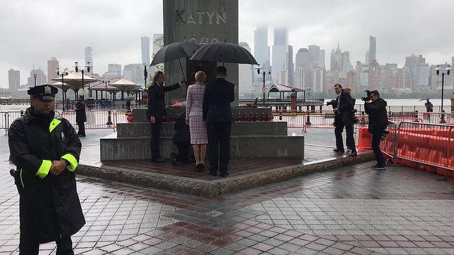 USA. Duda składa kwiaty przed pomnikiem. Polonia skanduje