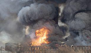 Gigantyczny pożar w Sankt Petersburgu. Walczą z nim setki strażaków