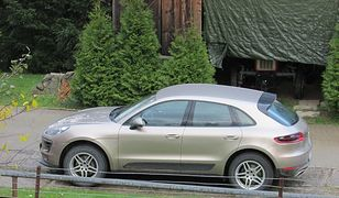 Proboszcz jeździ autem za ponad 400 tys. zł. Część wiernych jest oburzona