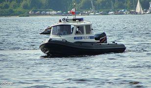 Mężczyzna zaginął, po tym jak wyskoczył z łodzi po poduszkę