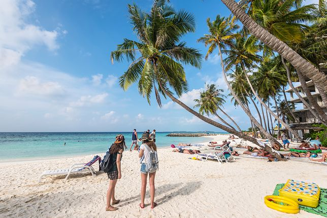 Maafushi to niewielka wyspa na Malediwach, na atolu Kaafu.