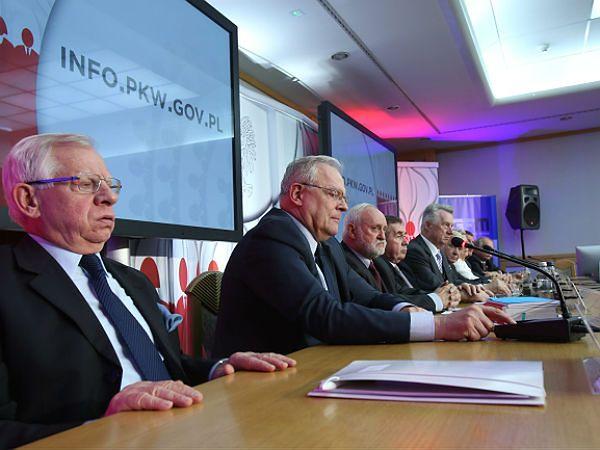 Członkowie PKW podczas jednej z konferencji