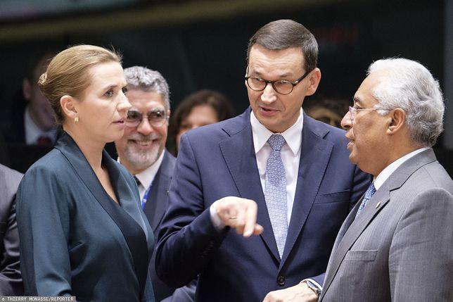 Premier Mateusz Morawiecki (w środku).