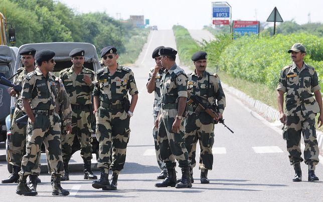 Drogi do więzienia w Sunarii, gdzie wyrok odsiaduje wyrok guru sekty, musi pilnować wojsko