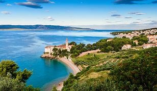 Miejscowość Bol w Dalmacji na wyspie Brac w Chorwacji kusi widokami