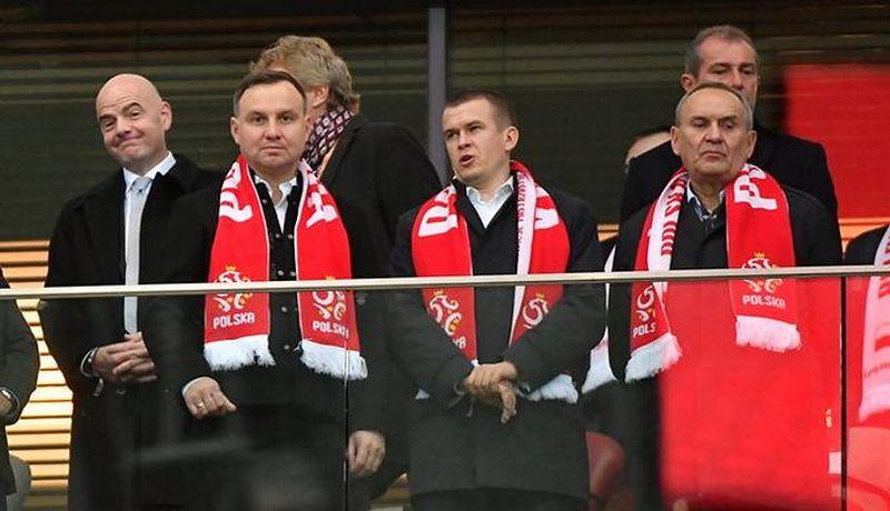 Prezydent poszedł do piłkarzy fetować sukces. Wtedy Peszko wypalił z 500+