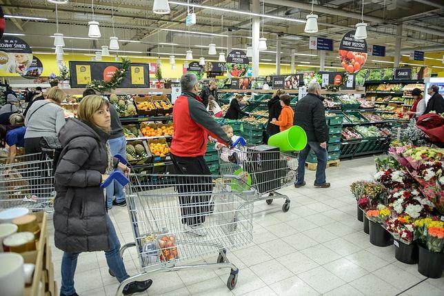 Zakupy 24 grudnia. Handel po godz. 14 jest zakazany, popularne sieci pracują jeszcze krócej
