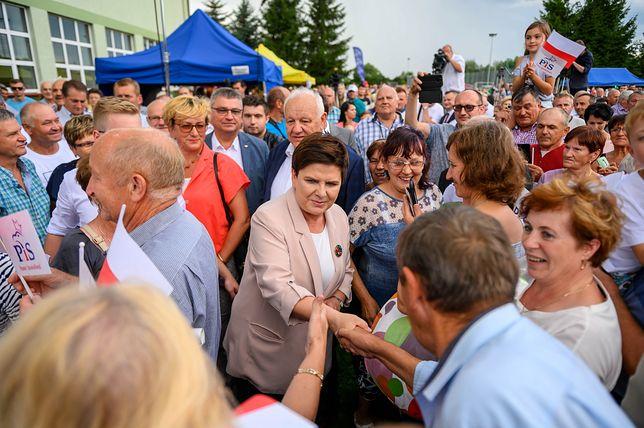 """Caritas: 12 ministrów z rządu Beaty Szydło oddało """"drugą pensję"""""""