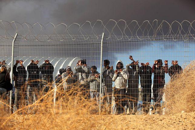 Protest migrantów z Afryki pod ośrodkiem Holot