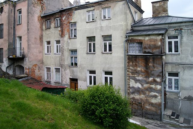 Ubogie rodziny często mieszkają w nieocieplonych budynkach.