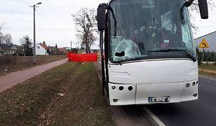 Biała Wieś. Nie żyje pieszy potrącony przez autobus