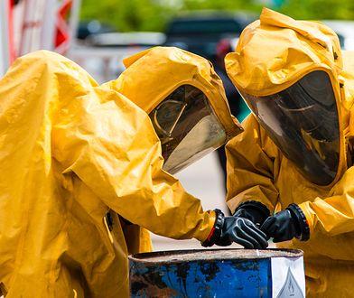 Biała Wieś. Podejrzane substancje chemiczne na terenie upadającej spółki. Zbadają próbki