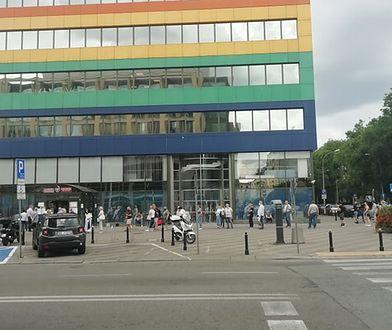Warszawa. Przed urzędem tworzą się kolejki