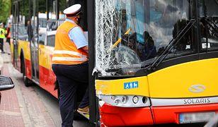 Warszawa. Wypadek autobusu na Bielanach. Prokuratura: badanie wykazało obecność pochodnej mefedronu