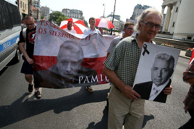 Marsz Pamięci Andrzeja Leppera na ulicach Warszawy w 2015 r.