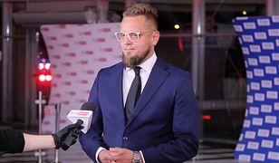 """Wybory 2020. Paweł Tanajno chce obniżyć wiek emerytalny do 57 lat. """"Zamknąć ZUS, sprzedać pałace, urzędnicy do pracy"""""""