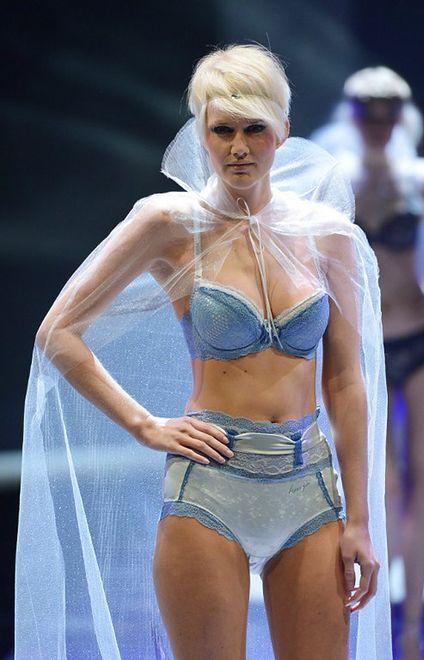 Czy projektanci mody chcą nam obrzydzić kobiety?