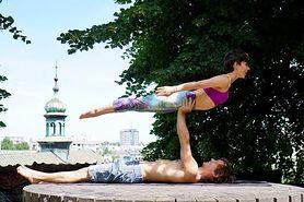 Gratka dla fanów jogi - AcroYoga. Dowiedz się więcej o tej formie aktywności