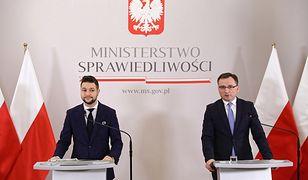 Minister sprawiedliwości Zbigniew Ziobro i wiceminister Patryk Jaki zaprezentowali nową ustawę o komornikach