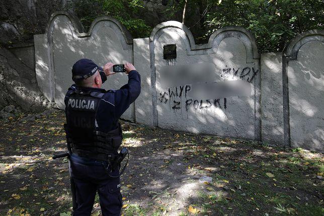 Kraków. Mur byłego getta żydowskiego przy ul. Limanowskiego w Krakowie