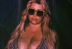 Ciężarna Jessica Simpson pozuje w bikini. Pokazała ogromny brzuch