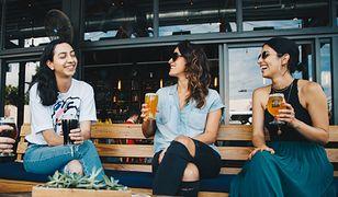 """Ile kalorii ma piwo? Sprawdź, czy mit o """"piwnym brzuchu"""" jest prawdziwy"""