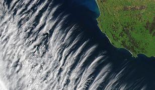 Niezwykła formacja chmur w pobliżu wybrzeża Australii uchwycona przez satelitę NASA