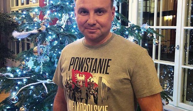 """Andrzej Duda nosi markę """"Red is Bad"""""""