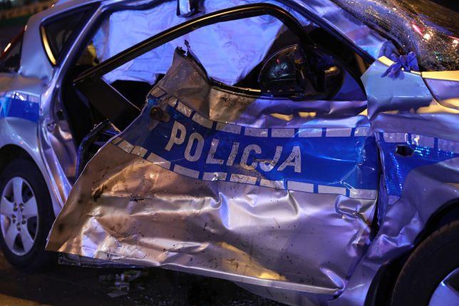 Radiowóz jadący w kolumnie BOR jest całkowicie zniszczony