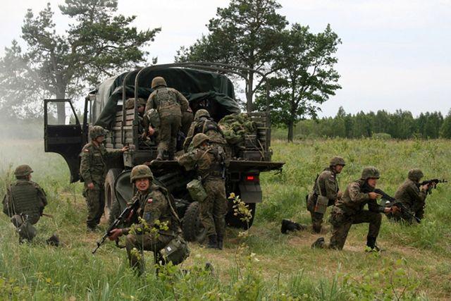 Żołnierze 15 Giżyckiej Brygady Zmechanizowanej na poligonie