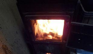 Warszawa. Ogrzewał warsztat palonymi w piecu oponami