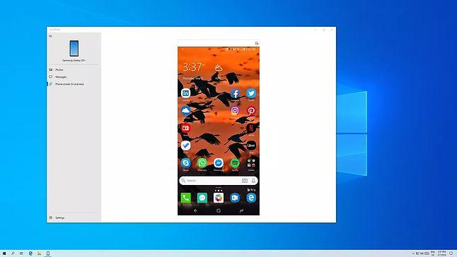 Aplikacja Twój telefon w trybie wyświetlania obrazu ze smartfona, źródło: The Verge.