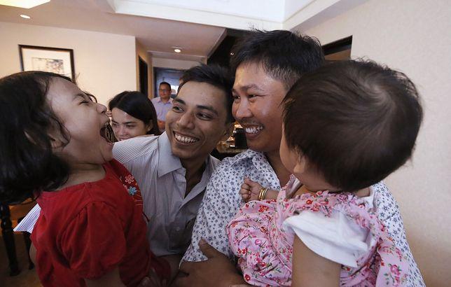 Dziennikarze agencji Reuters po wyjściu z więzienia spotkali się z rodzinami