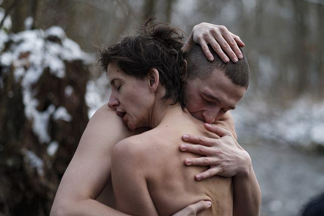"Kadr z serialu ""Erotica 2022"""