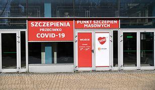 Dostawy szczepionek do Polski. MZ podaje liczby / Punkt szczepień w Rzeszowie
